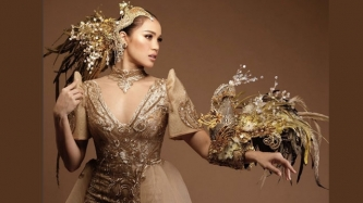 Michele Gumabao captivates in Sarimanok-inspired national costume at Miss Globe 2018