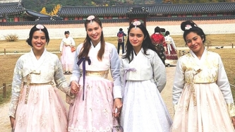Sunshine Cruz and daughters in South Korea: Picture perfect!