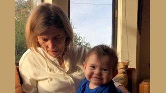 Baby Malia O'Brian bonds with grandma in the U.S.