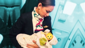 This flight attendant goes beyond call of duty and breastfeeds a passenger's baby