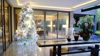 These celebrity homes have dazzling Christmas trees and trimmings