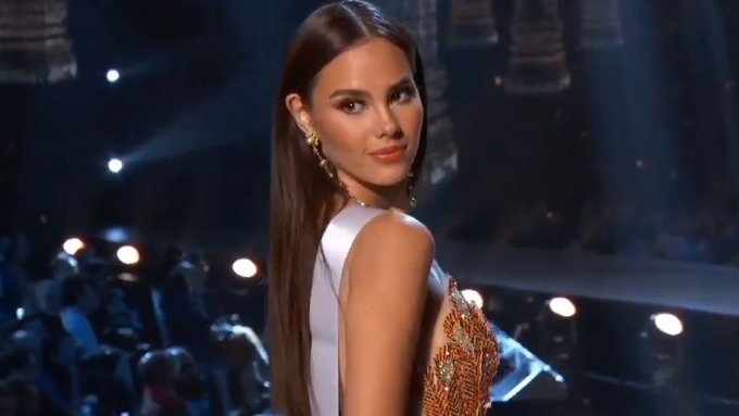 Catriona Gray does own hair and makeup for Miss U prelims