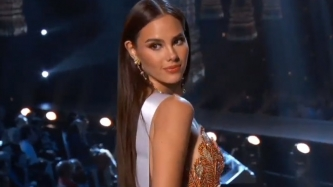 Catriona Gray does own hair and makeup for Miss Universe 2018 preliminaries